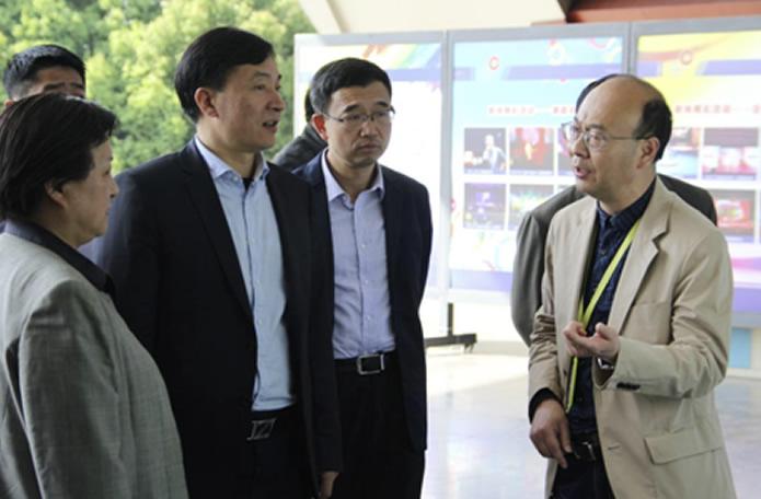 南京市副市长胡万进一行调研市文投集团