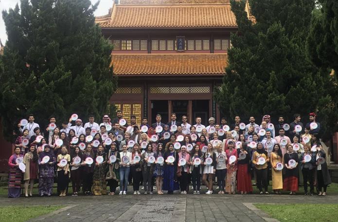 """""""一带一路""""沿线汉学家和45国优秀青年代表齐聚名城会""""文学出版""""活动"""