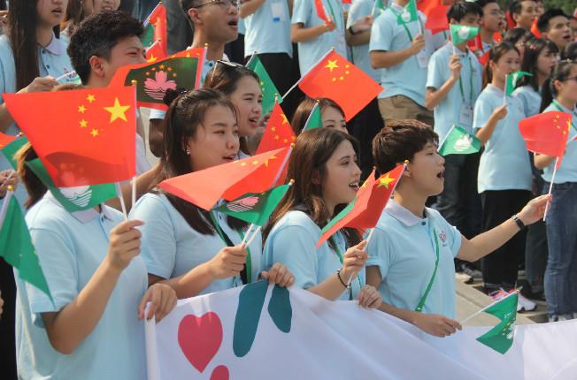 百名澳门青年在报恩圣地唱响《我和我的祖国》