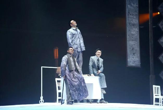 新华报业网:话剧《行知先生》南京首演,深情演绎伟大教育家陶行知的光辉一生